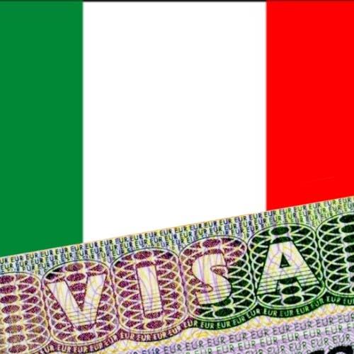 Итальянская виза на фоне флага