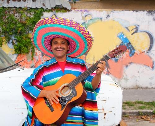 Мексиканец в национальном костюме