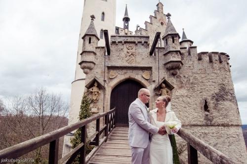 Свадьба на фоне замка
