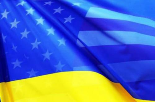 Американский и украинский флаги