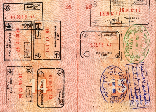 Загранпаспорт со штампами о въезде и выезде
