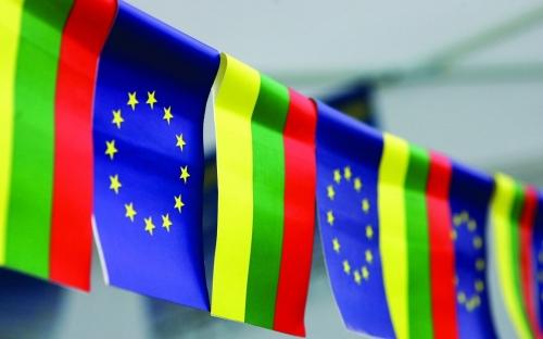 Флаги Литвы и Шенгена