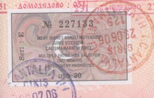 Турецкая виза вклеена в паспорт