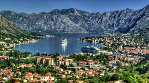 Красивый вид на город в Черногории