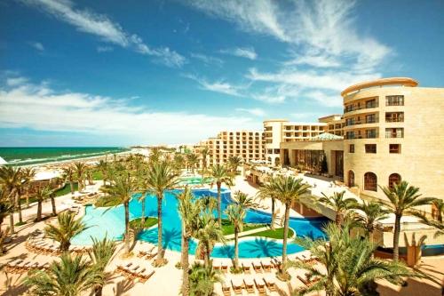 Вид на отель в Тунисе