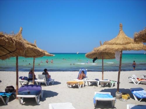 Красивый вид на пляже в Тунисе