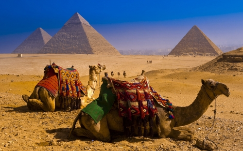 Красивый вид на пирамиды
