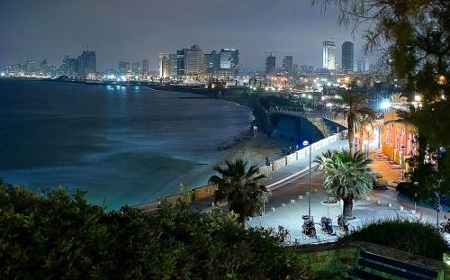 Ночной город в Израиле
