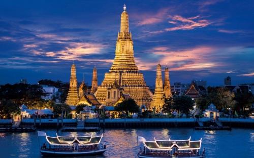 Достопримечательность Тайланда вечером