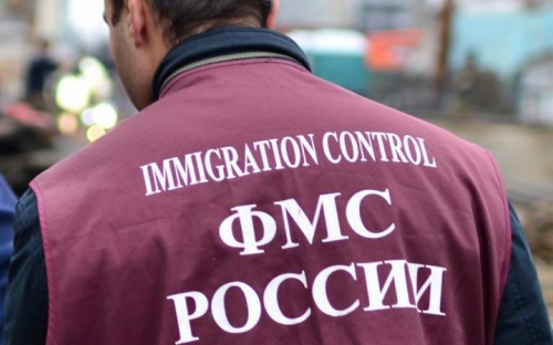 Работник миграционной службы