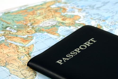 Загранпаспорт на фоне карты