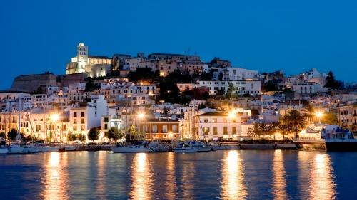 Ночной берег Испании