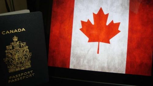 Флаг Канады и паспорт