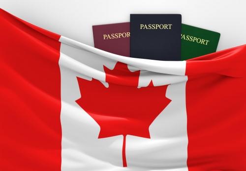 Флаг Канады и три паспорта