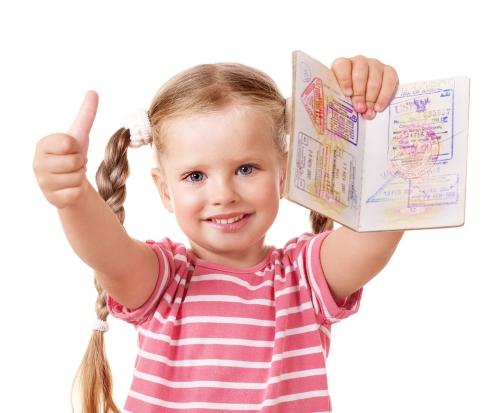 Девочка с загранпаспортом и визой