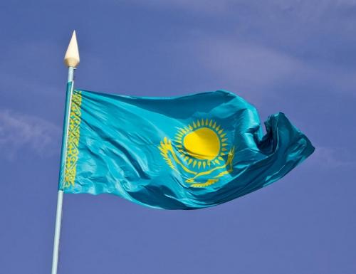Флаг Казахстана в небе