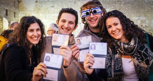 Люди с израильскими паспортами