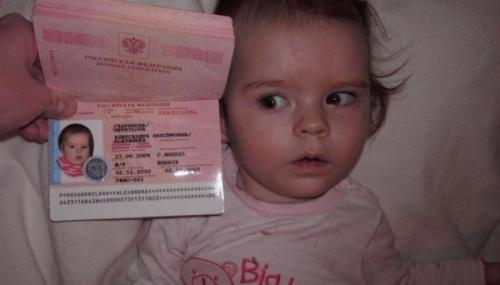 Девочка и ее загранпаспорт