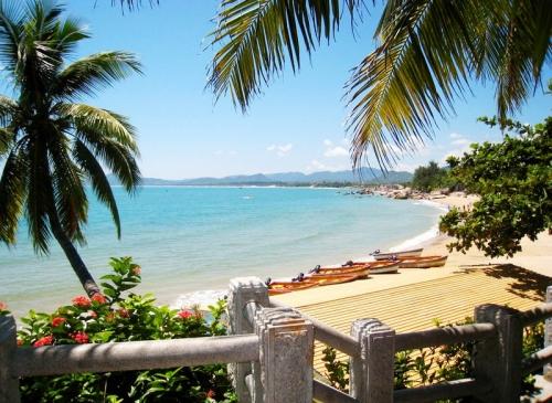 Пляж и пальмы на Хайнане