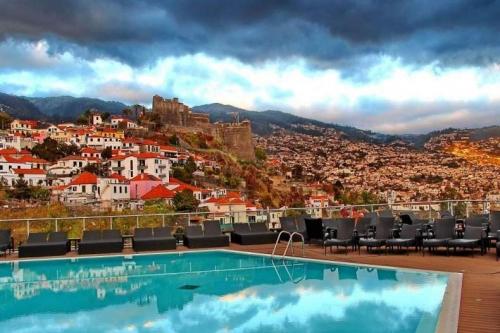 Дома и бассейн в Португалии