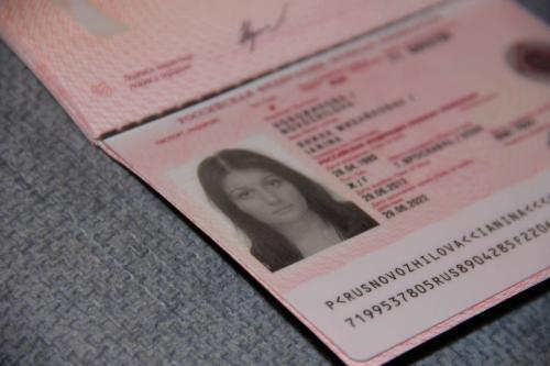 Загранпаспорт девушки
