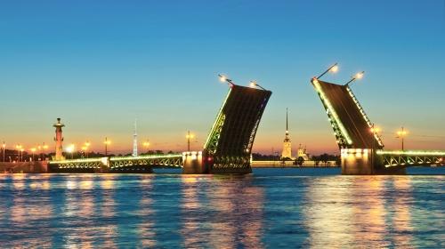 В Петербурге разводят мосты