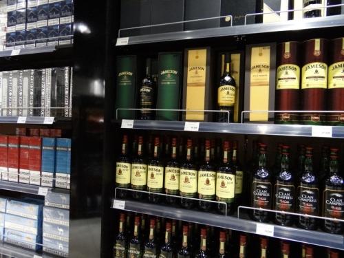 Алкоголь в магазине аэропорта