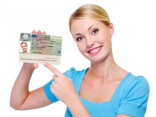 Девушка с шенгенской визой